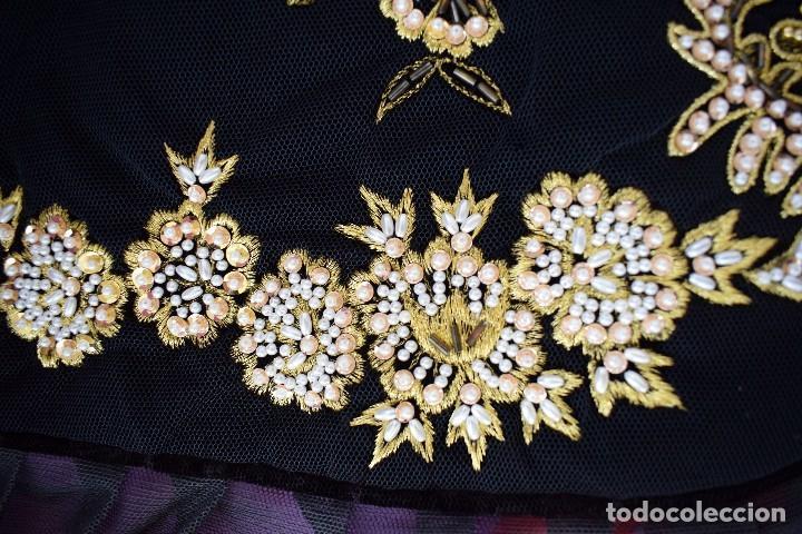 Antigüedades: Espectacular delantal imagen virgen o regional. Pesado, terciopelo negro y tul bordado en perlas - Foto 4 - 129035659