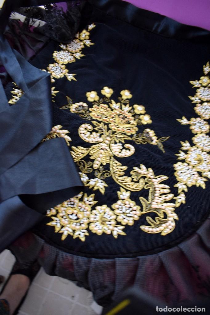 Antigüedades: Espectacular delantal imagen virgen o regional. Pesado, terciopelo negro y tul bordado en perlas - Foto 6 - 129035659