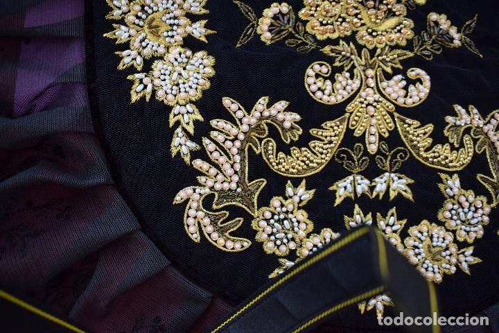 Antigüedades: Espectacular delantal imagen virgen o regional. Pesado, terciopelo negro y tul bordado en perlas - Foto 7 - 129035659