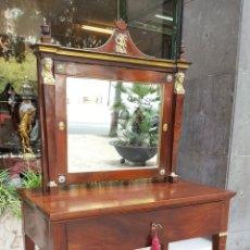 Antigüedades: TOCADOR ESTILO IMPERIO. MADERA DE CAOBA. BRONCE. ESPAÑA. SIGLO XIX.. Lote 129069923