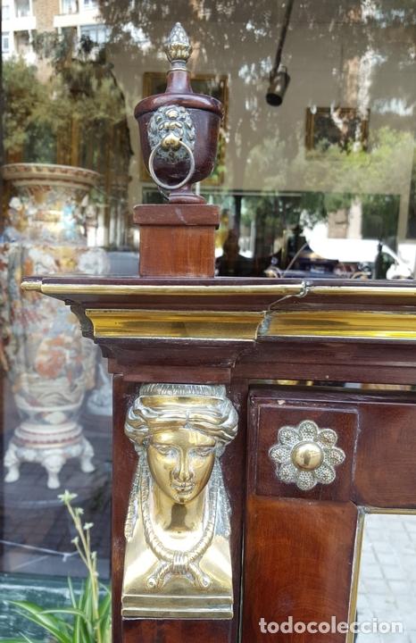 Antigüedades: TOCADOR ESTILO IMPERIO. MADERA DE CAOBA. BRONCE. ESPAÑA. SIGLO XIX. - Foto 3 - 129069923