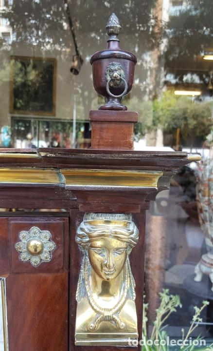 Antigüedades: TOCADOR ESTILO IMPERIO. MADERA DE CAOBA. BRONCE. ESPAÑA. SIGLO XIX. - Foto 5 - 129069923