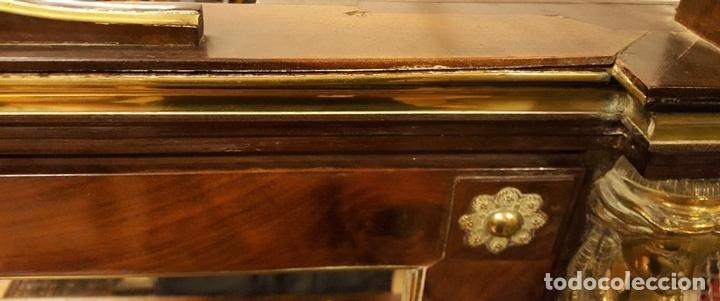 Antigüedades: TOCADOR ESTILO IMPERIO. MADERA DE CAOBA. BRONCE. ESPAÑA. SIGLO XIX. - Foto 18 - 129069923