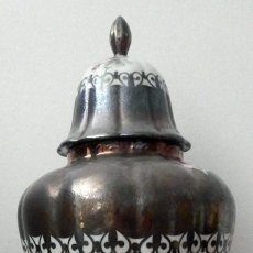 Antigüedades: JARRÓN EN PORCELANA DE BOHEMIA Y BAÑO DE PLATA ALEMANA. Lote 129074179