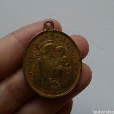 Antigüedades: BONITA MEDALLA RELIGIOSA ANTIGUA SAN JOSÉ Y MARIA SIN PECADO CONCEBIDA / 28 X 39 CM. Lote 129076610