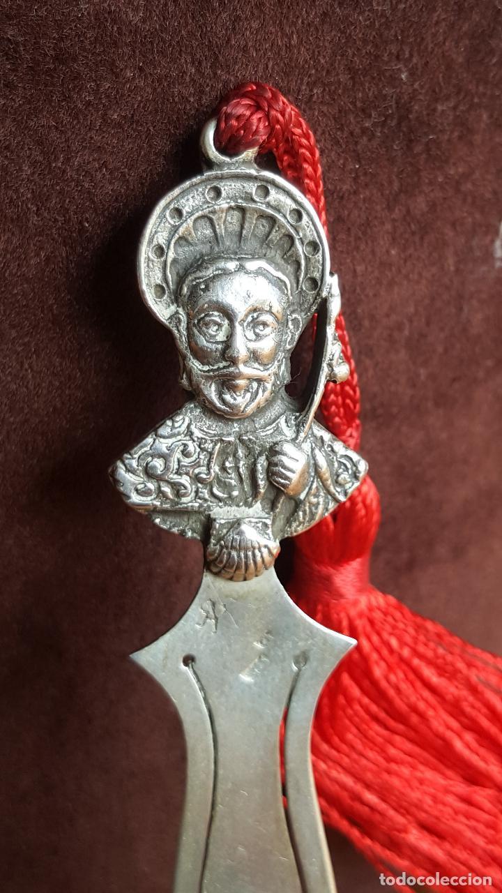 Antigüedades: Marcapáginas en plata de ley con Apóstol Santiago. Galicia. - Foto 4 - 129085391