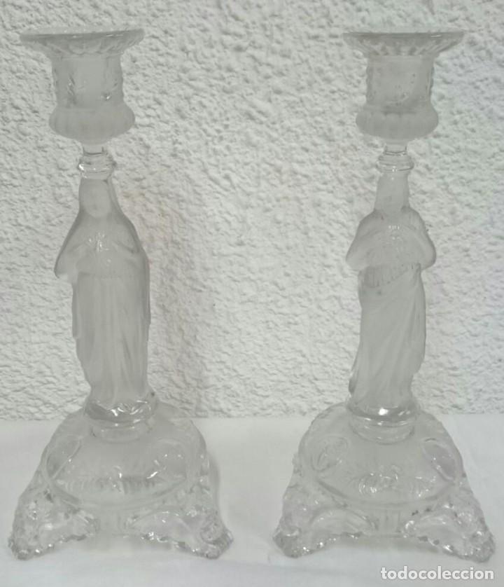Antigüedades: Antigua pareja de candelabros de Cristal de Lalique. Piezas de iglesia. 29 cm de alto. Una maravilla - Foto 2 - 128541095