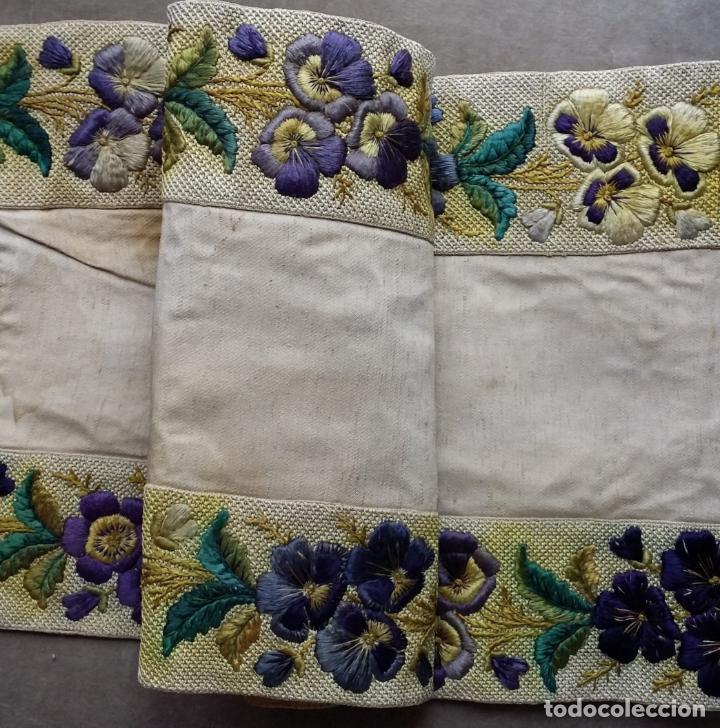 Antigüedades: Antiguo tapete bordado - de colección - Foto 3 - 140775000
