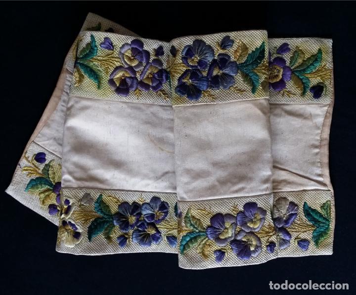 Antigüedades: Antiguo tapete bordado - de colección - Foto 4 - 140775000