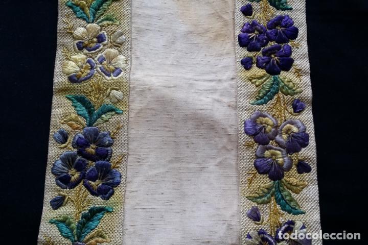 Antigüedades: Antiguo tapete bordado - de colección - Foto 7 - 140775000
