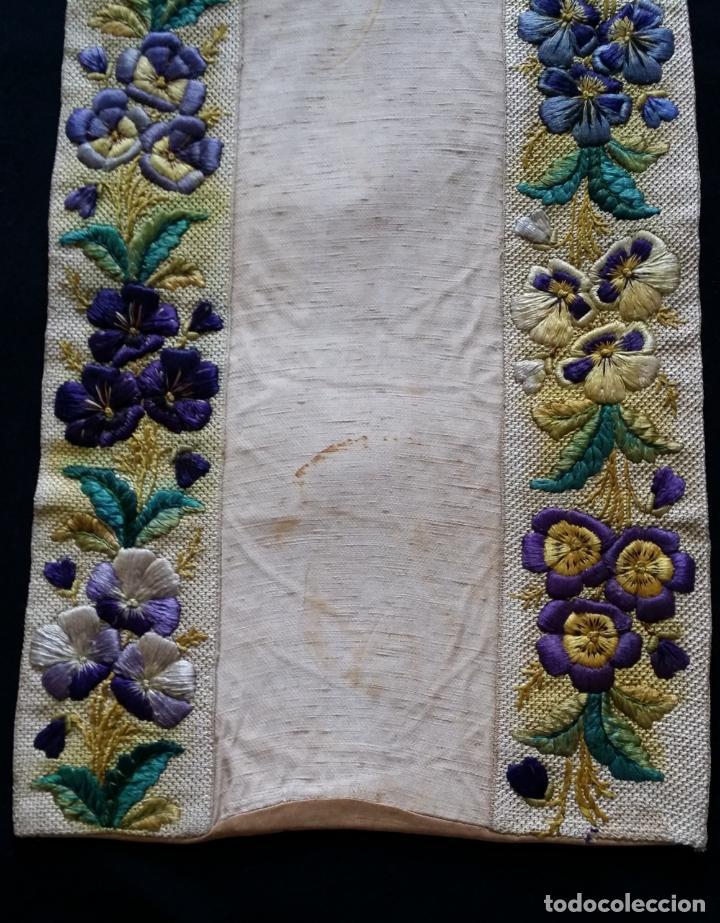 Antigüedades: Antiguo tapete bordado - de colección - Foto 9 - 140775000