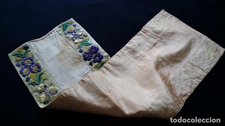 Antigüedades: Antiguo tapete bordado - de colección - Foto 11 - 140775000