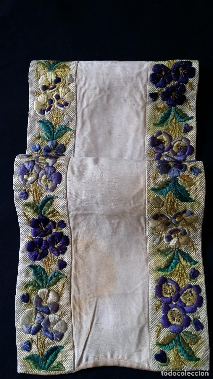 Antigüedades: Antiguo tapete bordado - de colección - Foto 12 - 140775000