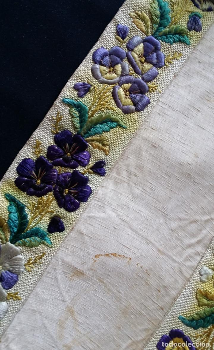 Antigüedades: Antiguo tapete bordado - de colección - Foto 14 - 140775000