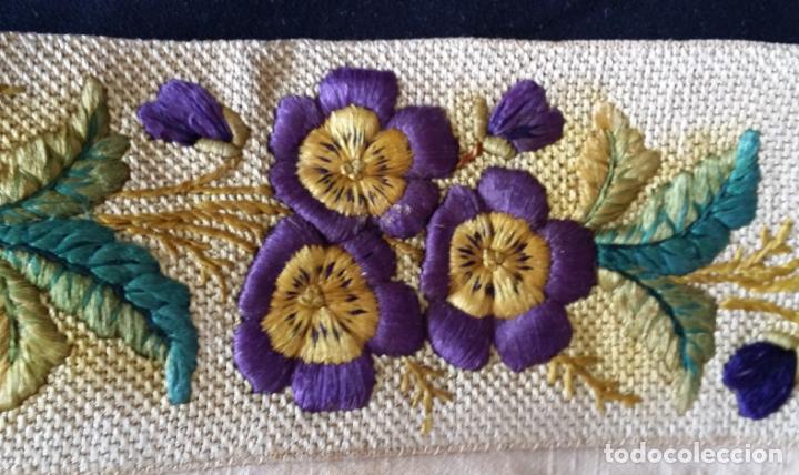 Antigüedades: Antiguo tapete bordado - de colección - Foto 16 - 140775000