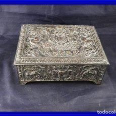 Antigüedades: CAJA ANTIGUA DE COBRE REPUJADO. Lote 160228713