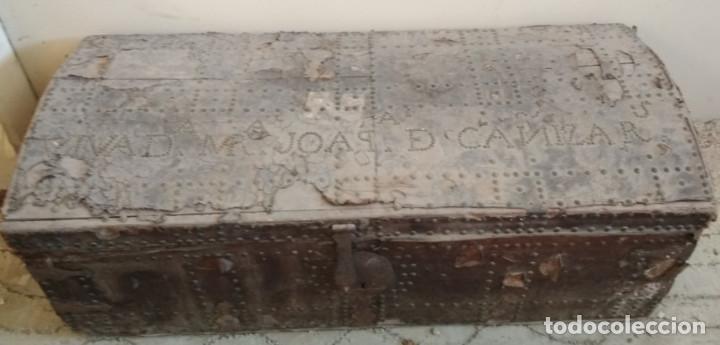 BAUL O ARCON GRANDE CON PALABRAS EN CASTELLANO ANTIGUO, CAÑIZARES, ARCA COFRE, SIGLO XVII XVIII (Antigüedades - Muebles Antiguos - Baúles Antiguos)