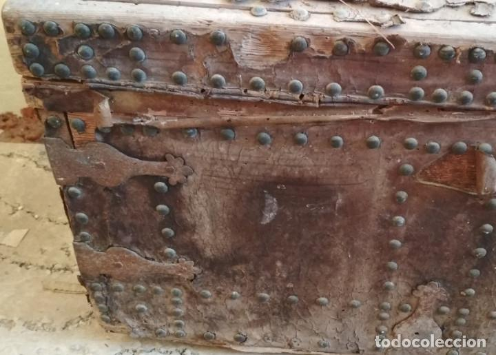 Antigüedades: BAUL O ARCON GRANDE CON PALABRAS EN CASTELLANO ANTIGUO, CAÑIZARES, ARCA COFRE, SIGLO XVII XVIII - Foto 3 - 129192079
