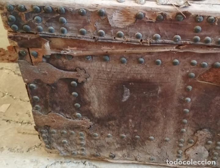 Antigüedades: BAUL O ARCON GRANDE CON PALABRAS EN CASTELLANO ANTIGUO, CAÑIZARES, ARCA COFRE, SIGLO XVII XVIII - Foto 4 - 129192079