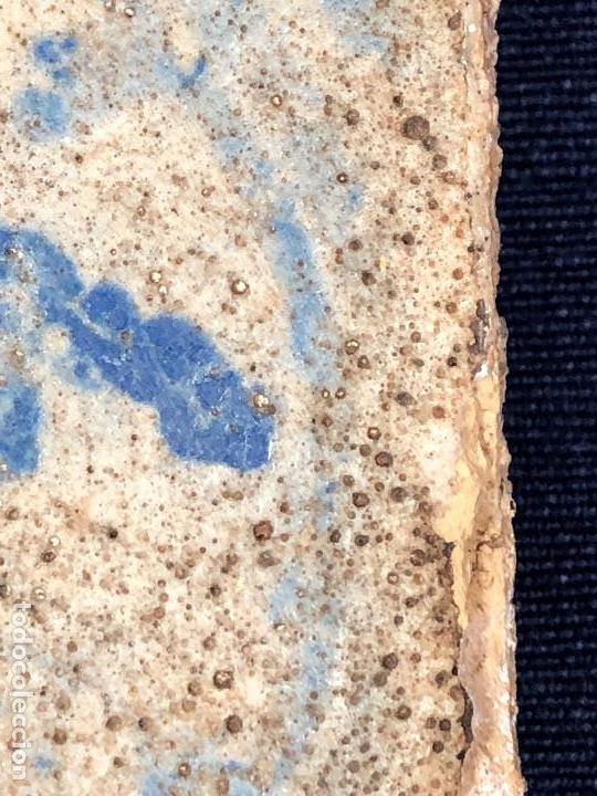 Antigüedades: azulejo olambrilla morisca s XVI granada alhambra azul blanco ave pajaro desgastes 7,5x7,5x2cms - Foto 8 - 129225199