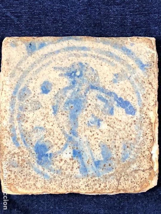 Antigüedades: azulejo olambrilla morisca s XVI granada alhambra azul blanco ave pajaro desgastes 7,5x7,5x2cms - Foto 6 - 129225199
