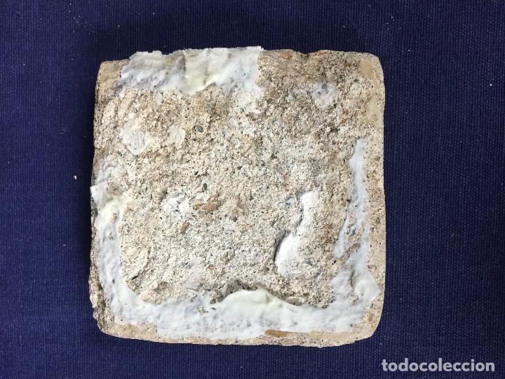 Antigüedades: azulejo olambrilla morisca s XVI granada alhambra azul blanco animal venado desgastes 7,5x7,5x2cms - Foto 11 - 129237571