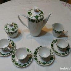Antigüedades: JUEGO DE CAFE DE PORCELANA DE 11 PIEZAS DE LA MARCA ROYAL CHINA. Lote 129298119
