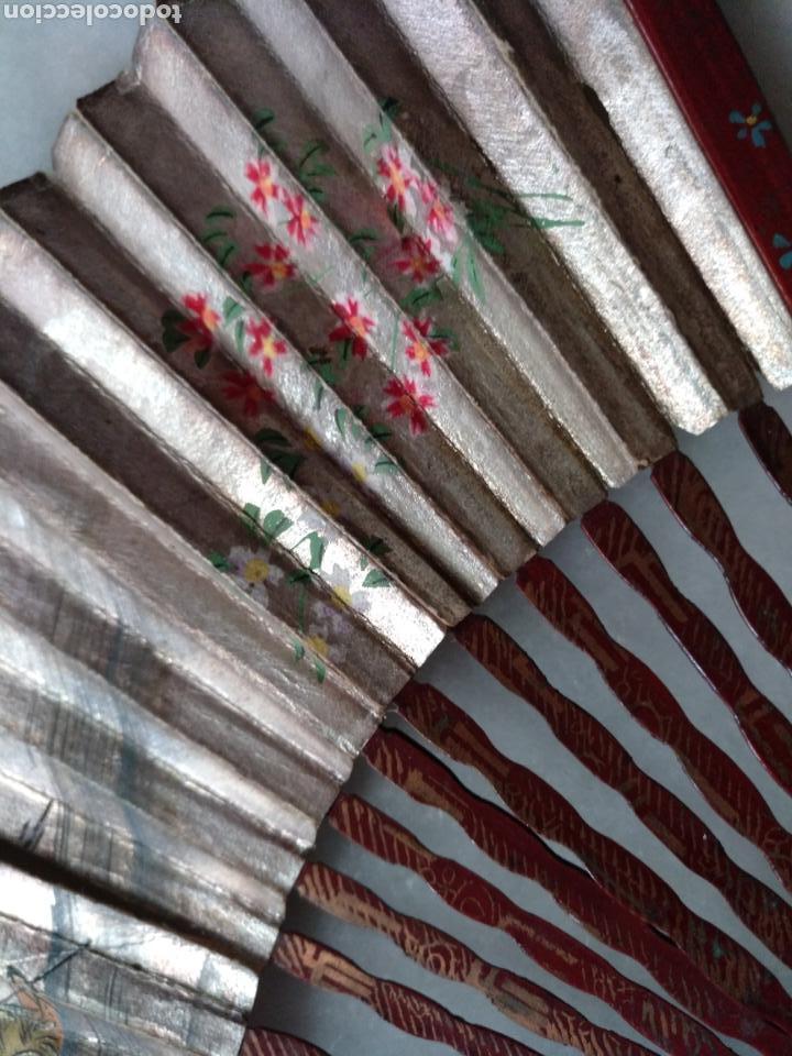 Antigüedades: ABANICO CHINO O JAPONES DE NIÑA. PAÍS PAPEL PINTADO A MANO SOBRE FONDO DE PLATA - Foto 3 - 129299882