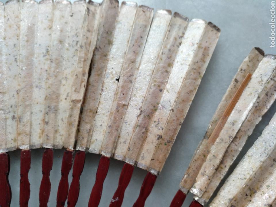 Antigüedades: ABANICO CHINO O JAPONES DE NIÑA. PAÍS PAPEL PINTADO A MANO SOBRE FONDO DE PLATA - Foto 8 - 129299882