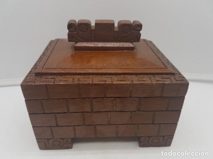 PRECIOSA CAJA ANTIGUA DE MADERA TALLADA REPRESENTACIÓN DE TIAHUANACU CIVILISACIÓN BOLIVIA. (Antigüedades - Hogar y Decoración - Cajas Antiguas)