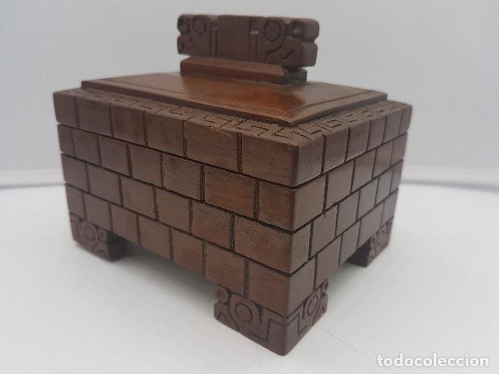 Antigüedades: Preciosa caja antigua de madera tallada representación de Tiahuanacu civilisación Bolivia. - Foto 5 - 129311375