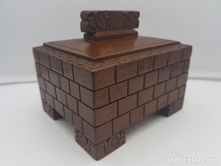 Antigüedades: Preciosa caja antigua de madera tallada representación de Tiahuanacu civilisación Bolivia. - Foto 6 - 129311375