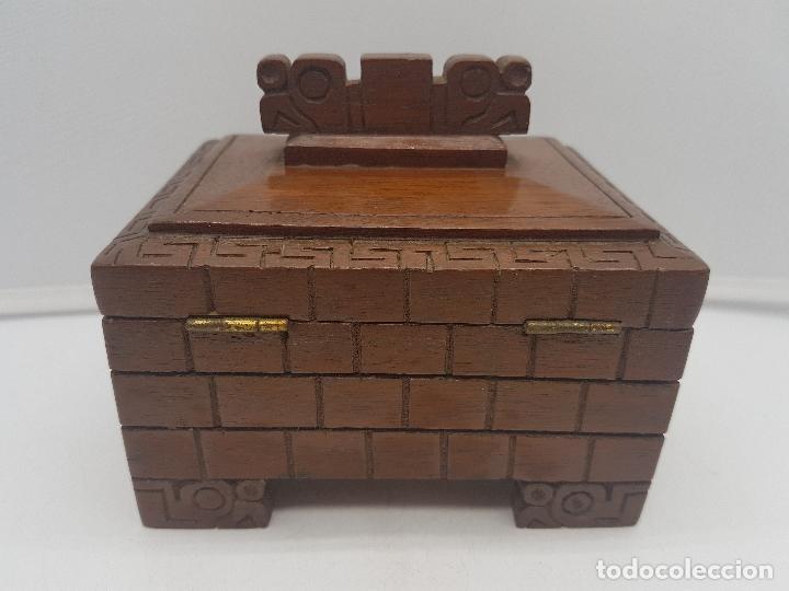 Antigüedades: Preciosa caja antigua de madera tallada representación de Tiahuanacu civilisación Bolivia. - Foto 7 - 129311375