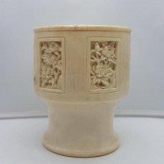 Antigüedades: JARRÓN CHINO ANTIGUO EN MARFIL TALLADO A MANO CON BELLOS MOTIVOS FLORALES .. Lote 129314075