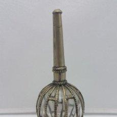 Antigüedades: PRECIOSO PERFUMERO ANTIGUO DE COLECCIÓN EN METAL Y CRISTAL DE ORIENTE MEDIO.. Lote 129349351