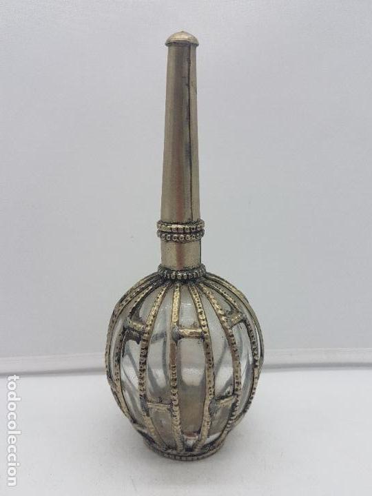 Antigüedades: Precioso perfumero antiguo de colección en metal y cristal de oriente medio. - Foto 4 - 129349351