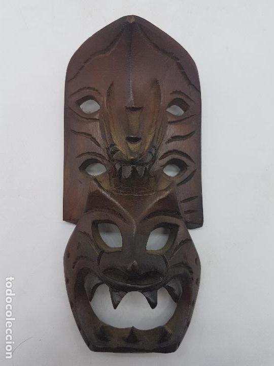 Antigüedades: Preciosa máscara antigua de madera tallada hecha en filipinas, demonio tribal. - Foto 2 - 129351211