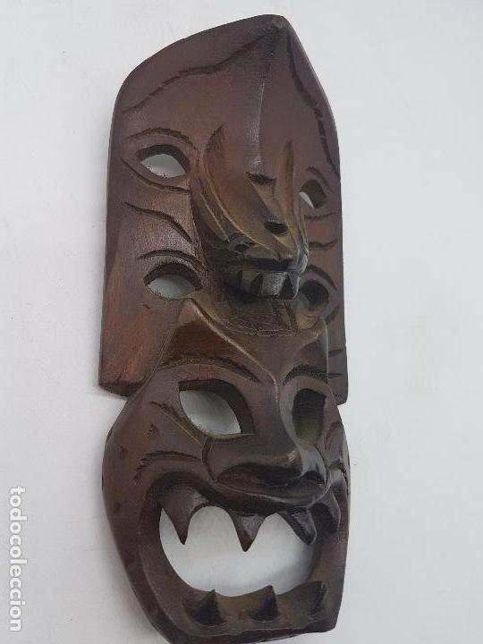 Antigüedades: Preciosa máscara antigua de madera tallada hecha en filipinas, demonio tribal. - Foto 3 - 129351211