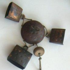 Antigüedades: VIEJO LLAMADOR DE VIENTO CON CENCERROS. Lote 129374883