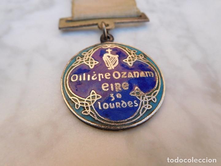 MEDALLA IRLANDESA PEREGRINAJE A LOURDES AÑO 1934 (Antigüedades - Religiosas - Medallas Antiguas)