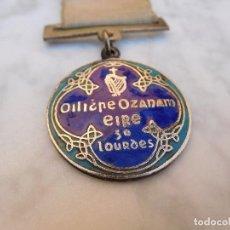 Antigüedades: MEDALLA IRLANDESA PEREGRINAJE A LOURDES AÑO 1934. Lote 129379035
