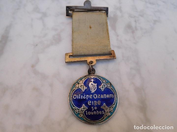 Antigüedades: Medalla irlandesa peregrinaje a Lourdes año 1934 - Foto 2 - 129379035