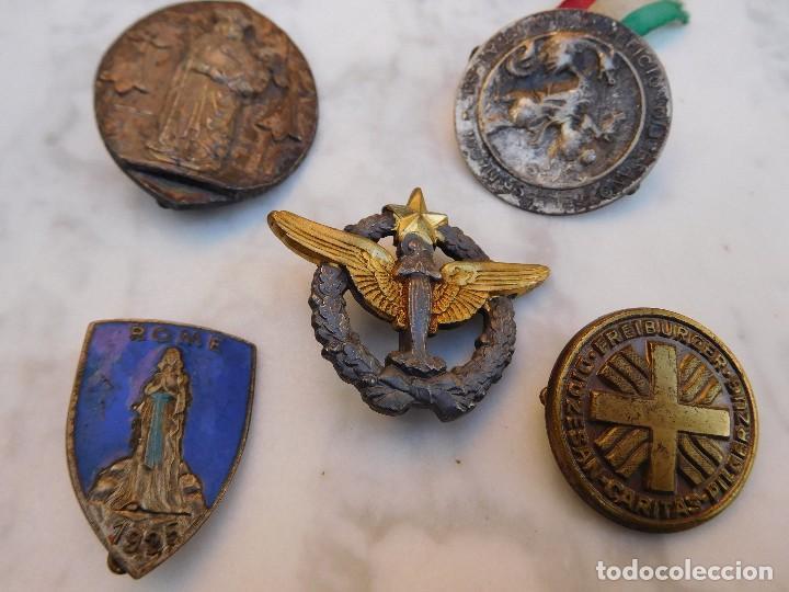 LOTE DE 5 INSIGNIAS RELIGIOSAS ANTIGUAS (Antigüedades - Religiosas - Medallas Antiguas)