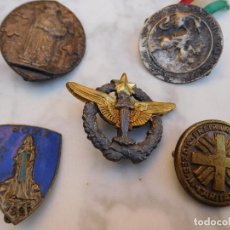 Antigüedades: LOTE DE 5 INSIGNIAS RELIGIOSAS ANTIGUAS . Lote 129383199