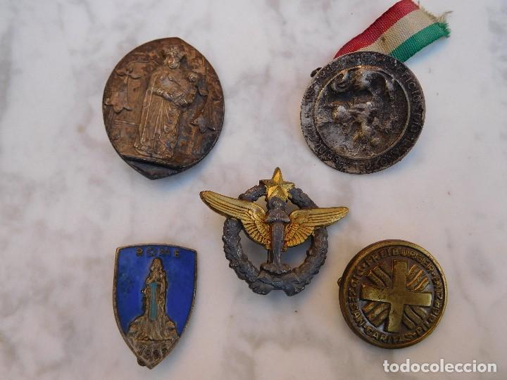 Antigüedades: Lote de 5 insignias religiosas antiguas - Foto 2 - 129383199