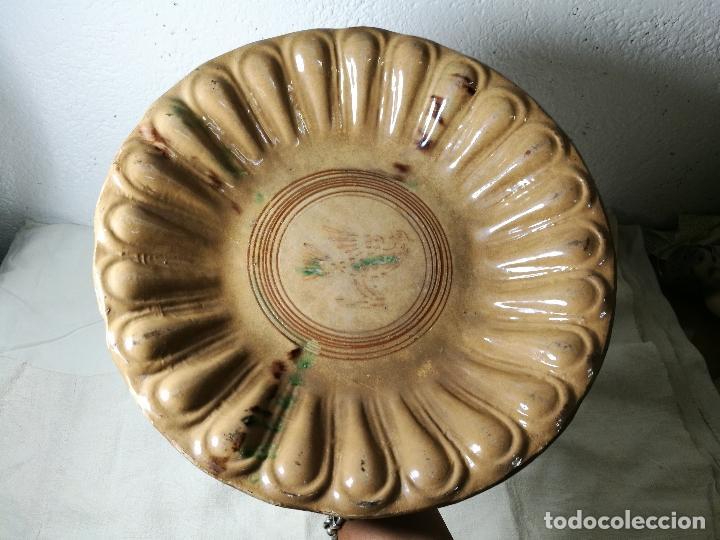 -ANTIGUO PLATO FUENTE BANDEJA DE MATARÓ ?? ( TERRISSA POPULAR ) S.XVIII- XIX ..PALOMA.. COLOM (Antigüedades - Porcelanas y Cerámicas - Catalana)