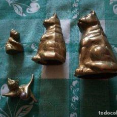 Antigüedades: BONITA FAMILIA DE GATOS EN BRONCE.. Lote 129471519