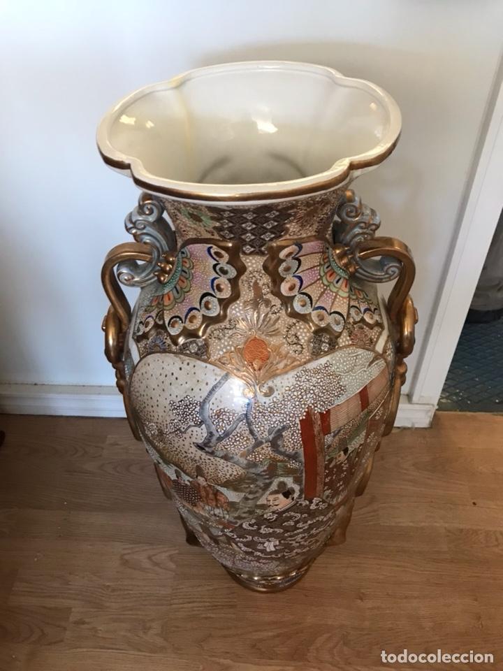 Antigüedades: Importante jarrón oriental pintado a mano Made in Spain número de obra 174 telefónica - Foto 2 - 129494247