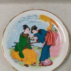 Antigüedades: PLATO DE PORCELANA JAPONES PINTADO A MANO. Lote 129517899