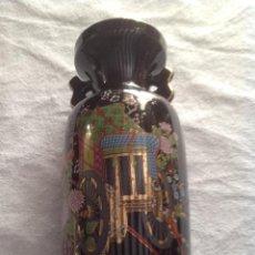 Antigüedades: JARRON ANTIGUO JAPONÉS AZUL CON DIBUJOS. Lote 129518883